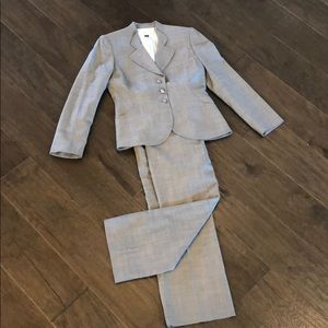 Tahari Other - Beautiful gray business suit